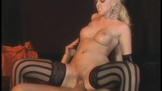 Kinky blonde Hanah Harper gets her juicy peach fingered and fucked