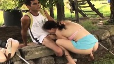Dude on crutches gets a boon with a brunette who blows and fucks him