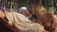 Sultry Blonde With Sexy Legs Brynn Tyler Offers Jeremy A Great Handjob