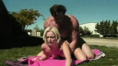 Blonde babe Kayla Robbins blows and gets nailed under the sun